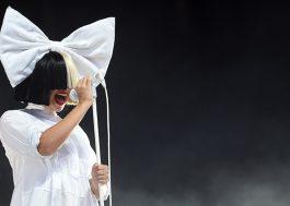 Sia vaza própria foto nua para paparazzi não lucrar