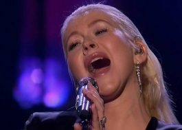 Christina Aguilera homenageia Whitney Houston no AMA 2017