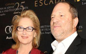 Estão espalhando cartazes acusando Meryl Streep de saber dos abusos de Harvey Weinstein (e não ter denunciado)