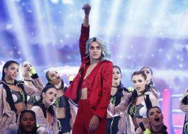 """Com """"K.O."""", Pabllo Vittar ganha prêmio de música do ano no Faustão"""