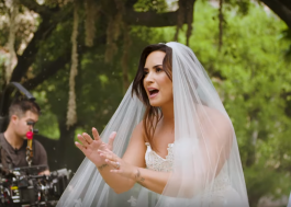 "Demi Lovato divulga vídeo mostrando bastidores do clipe de ""Tell Me You Love Me"""