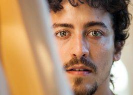 Jesuíta Barbosa viverá drag chamada Shakira em novela da Globo