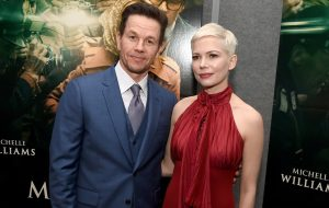 "Mark Wahlberg teria recebido salário 1500 vezes maior do que Michelle Williams por refilmagens de ""All the Money in the World"""