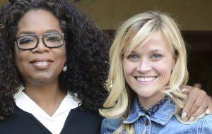 Oprah diz que Reese Witherspoon mostrou sinais de estresse pós-traumático com denúncias contra Weinstein
