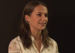 """Alicia Vikander fala com o Papelpop sobre cenas de ação em """"Tomb Raider"""" e videogame"""