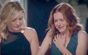 """NÃÃÃO! Jessica Capshaw e Sarah Drew vão deixar """"Grey's Anatomy"""""""