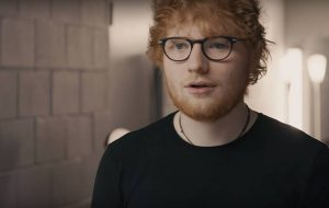 Por que o Ed Sheeran está aparecendo num clipe com o Chris Brown?