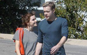 """Emma Watson e o Chord Overstreet de """"Glee"""" estão juntos!"""