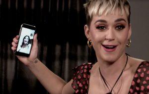 """""""Ela é muito expressiva"""": veja Katy Perry falando com a Gretchen no Fantástico"""
