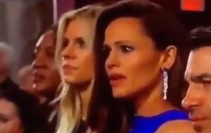 Jennifer Garner resolveu se autotransformar em meme após o Oscar