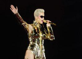 """Show de Katy Perry em SP tem Gretchen, new wave, zoeiras em português e """"fora Temer"""""""