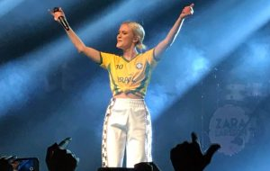 Lolla Party: Zara Larsson homenageia Marielle + Oh Wonder mega cativante