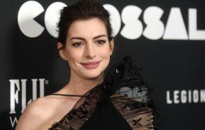 """Ganhando peso pra um papel, Anne Hathaway manda recado a fat shamers: """"o problema não sou eu, é vocês"""""""