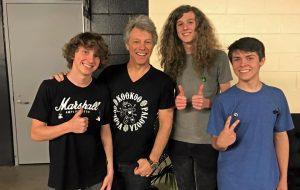 Bon Jovi faz atestado para banda que abriu seu show poder faltar na escola