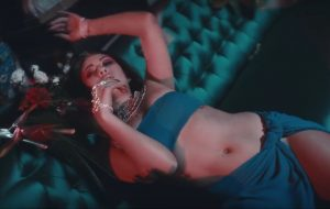 "Kali Uchis lança clipe ""conjunto"" para ""Get Up"" e ""Body Language"""