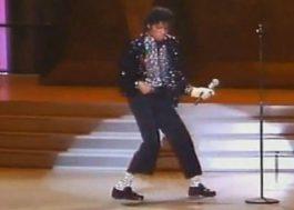 """Par de sapatos usado por Michael Jackson em primeiro """"moonwalk"""" será leiloado"""