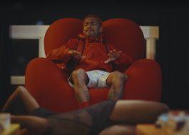"""Nego do Borel só quer saber de ser seduzido no clipe de """"Cadeira"""""""