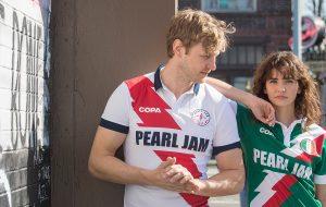Pearl Jam lança camisas temáticas para a Copa do Mundo