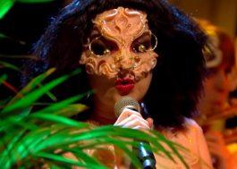 Björk faz sua primeira apresentação na TV em oito anos!