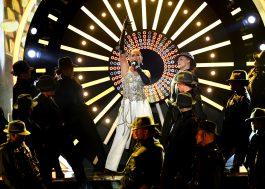 """Quem quer dinheiroooo? Além da Jennifer Lopez, que se apresentou com """"Dinero"""" no Billboard Music Awards, claro. :D"""