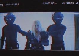 """Tá chegando! Xtina divulga mais um teaser do clipe de """"Fall In Line"""", com Demi Lovato"""