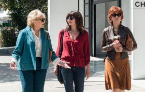 """Jane Fonda e as amigas saem para comprar lingerie em novo teaser de """"Do Jeito Que Elas Querem"""""""