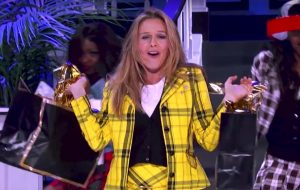 "Alicia Silverstone usa o traje de ""As Patricinhas de Beverly Hills"" na prévia do ""Lip Sync Battle"""