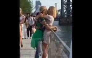 Justin Bieber e Hailey Baldwin são flagrados aos beijos em Nova York