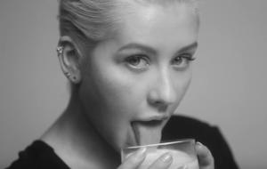 Christina Aguilera volta toda original, moderna e com discão cheio de acertos e alguns fan services