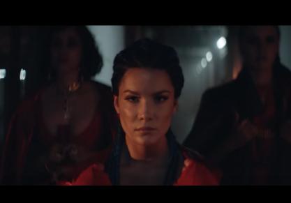 Halsey + Lauren no vídeo de Strangers