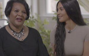 """""""Estou conhecendo uma amiga que lutou por mim"""": Kim Kardashian e Alice Johnson se encontram"""