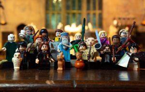A próxima coleção de miniaturas da LEGO é todinha do Harry Potter e estamos no chão com tanta fofura!