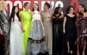 """Todo o glamour do elenco de """"Oito Mulheres e Um Segredo"""" na première do filme"""