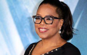 Oprah vai criar programas para serviço de streaming da Apple
