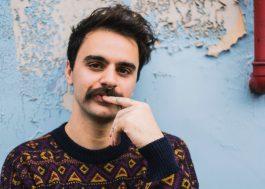"""Tem música nova do Rodrigo Alarcon na área. Vem ouvir """"O Lado Vazio do Sofá"""""""