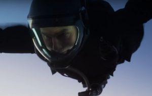 """Lá vai o Tom Cruise mais uma vez fazendo uma cena super arriscada para """"Missão: Impossível – Efeito Fallout"""""""