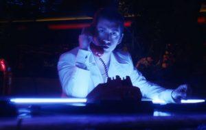 "Arctic Monkeys lança clipe de ""Tranquility Base Hotel & Casino""; vem ver!"