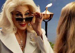 """Revista elogia Cher em """"Mamma Mia"""" e diz que ela deveria fazer todo e qualquer filme"""
