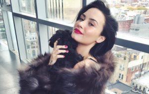 People diz que estado de saúde de Demi Lovato é estável