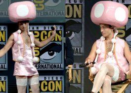 MARAVILHOSO! Ezra Miller aparece na Comic-Con vestido de Toadette!