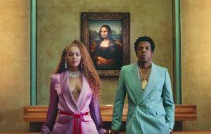Beyoncé e Jay-Z honram Aretha Franklin em show