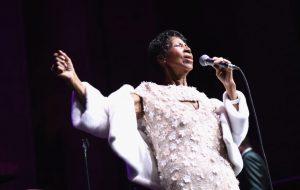 Aretha Franklin está gravemente doente, confirma jornalista e amigo da artista