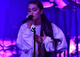 Fã pede para Ariana Grande recomeçar música porque não estava gravando. E ela recomeçou!