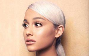 Ariana Grande aparece gravando clipe de breathin; vem espiar