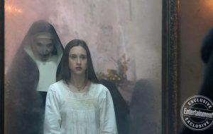 Taissa Farmiga tá morrendo de medo em nova imagem do terror A Freira