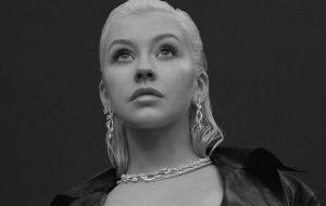 Banda que negou participação de Christina Aguilera em show volta atrás e a convida para nova apresentação