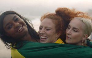 Jess Glynne está de volta com clipe gravado no Brasil; assista a All I Am