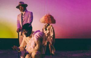Nosso LSD ta vivo! Sia, Diplo e Labrinth lançam o clipe de Thunderclouds