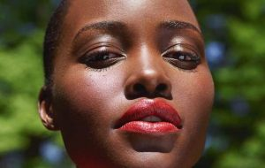 Lupita Nyong'o fala sobre luta contra ideais de beleza em Hollywood