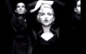 A rainha do pop completa 60 anos e nós escolhemos os 15 melhores clipes de sua carreira